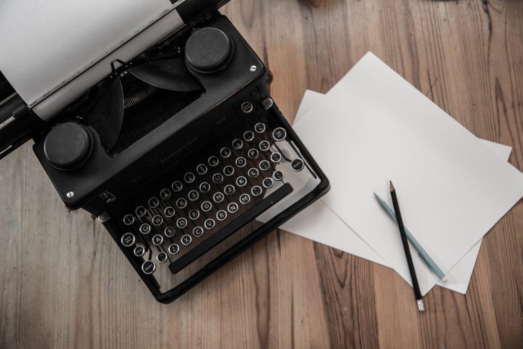 typewriter-1462564916ktc